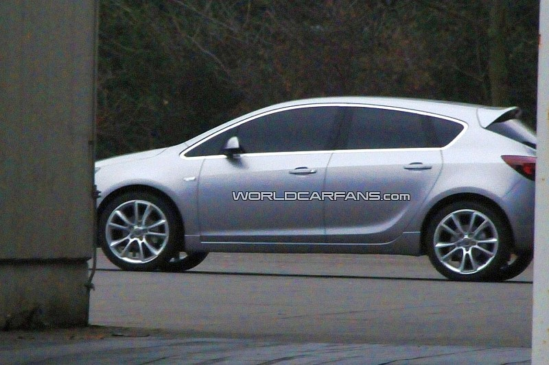 New Opel Astra Spied Completely Undisguised