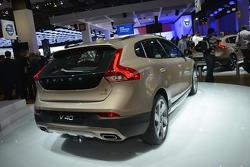 2013 Volvo V40 Cross Country live in Paris 28.9.2012