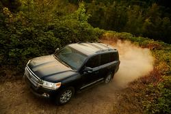 2016 Toyota Toyota Land Cruiser unveiled in US-specification